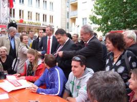 Maly, Gabriel und Ude beim DGB-Tisch